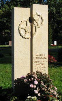 Grabmal aus Obernkirchener Sandstein