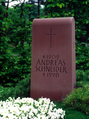 Grabmal aus bayrischen Mainsandstein