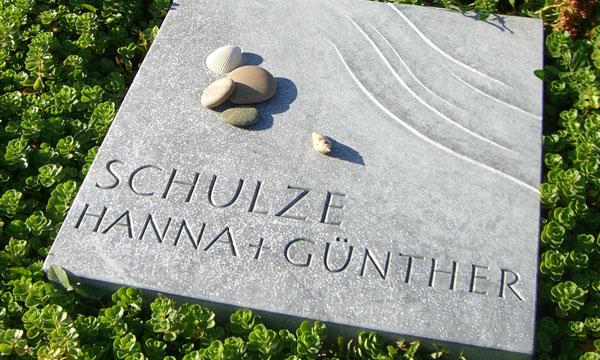 Grabzeichen aus Blaufalter-Marmor