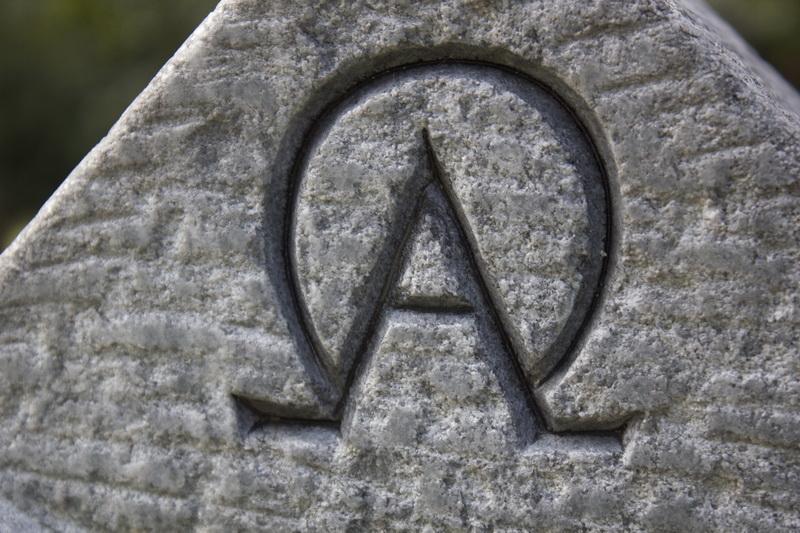 Alpha und Omega - Der erste und letzte Buchstabe im klassischen griechischen Alpahbet stehen für den Anfang und das Ende in Christuts.