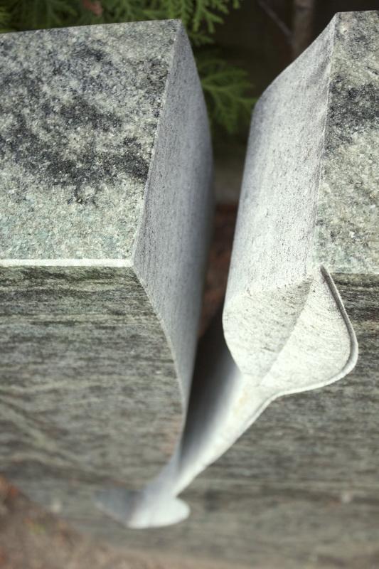 Detail des stilisierten Balttes.