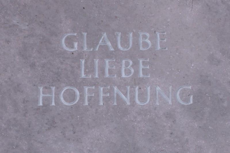 """""""Glaube, Liebe, Hoffnung"""""""