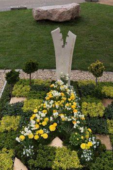 Grabmal aus Thüster Kalkstein